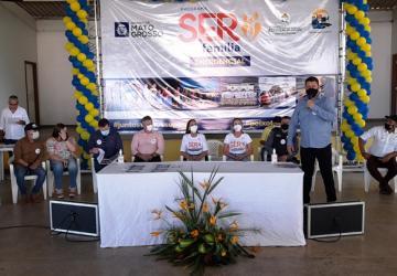 Vereadores participam de solenidade de entrega de cestas básicas e do Cartão Ser Família emergencial