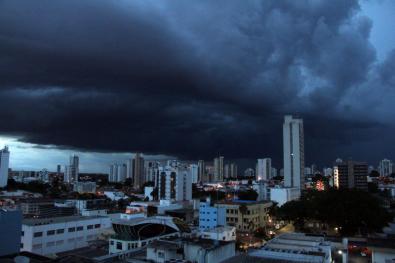 MT tem 60 cidades com alerta de temporal