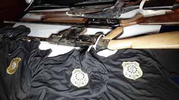 Sorriso: trio é preso com armas, camisetas falsas da polícia e pode ter envolvimento em roubo de agrotóxicos