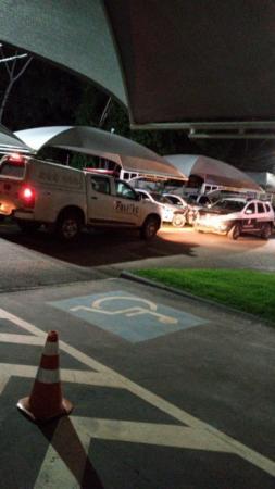 Universitário mata mulher a facadas dentro de condomínio em Cuiabá