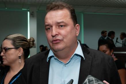 """Russi diz não ter """"apego a cargo"""" e adia discussão sobre Mesa"""