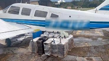 Policiais de MT reforçam operação que interceptou avião no Amazonas com 418 kg de cocaína; 4 presos