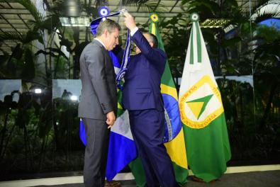 MT corta R$ 1 bilhão em despesas num ano e quita R$ 680 milhões de dívidas de Taques