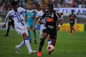 Corinthians sofre virada no fim e perde para o Água Santa no Paulista