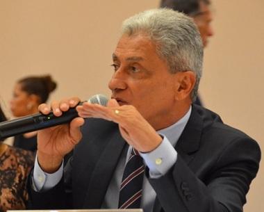 Oito prefeitos eleitos tentam impedir reeleição na AMM