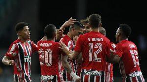 São Paulo atropela o Goiás e assume a liderança do Brasileirão com um jogo a menos
