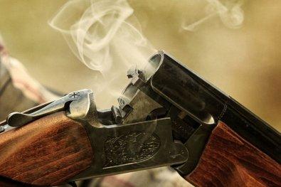 Adolescente de 15 anos mata irmão com tiro acidental de espingarda